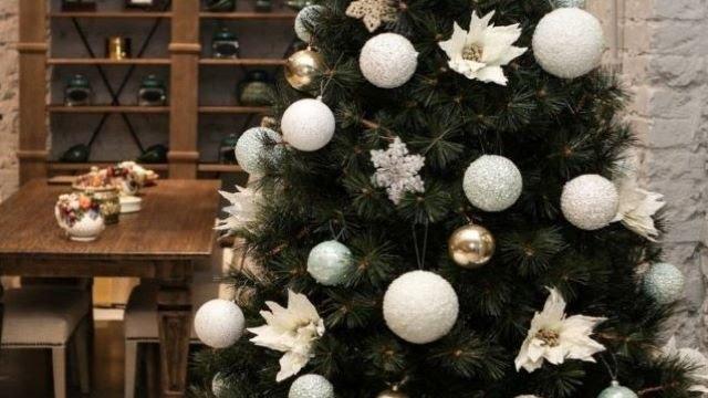 Как украсить елку на Новый год 2020: самые модные тренды своими руками